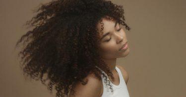 mascara de hidratação para cabelos cacheados